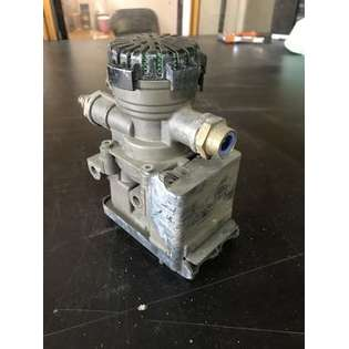 pneumatic-valve-knorr-bremse-used-part-no-21114974-cover-image
