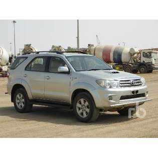 2011-toyota-fortuner-cover-image