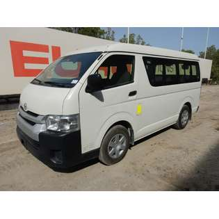2015-toyota-hiace-cover-image