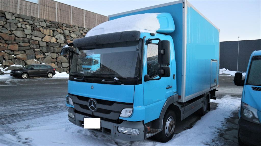 2011-mercedes-benz-818-l-equipment-cover-image