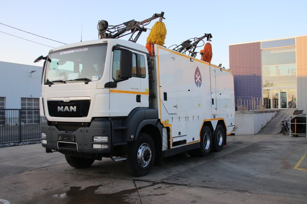 2013-man-tgs-33-360-equipment-cover-image