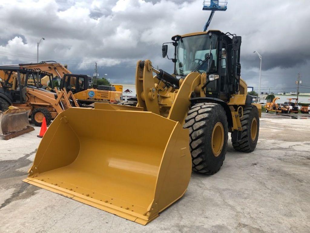 2017-caterpillar-938m-equipment-cover-image