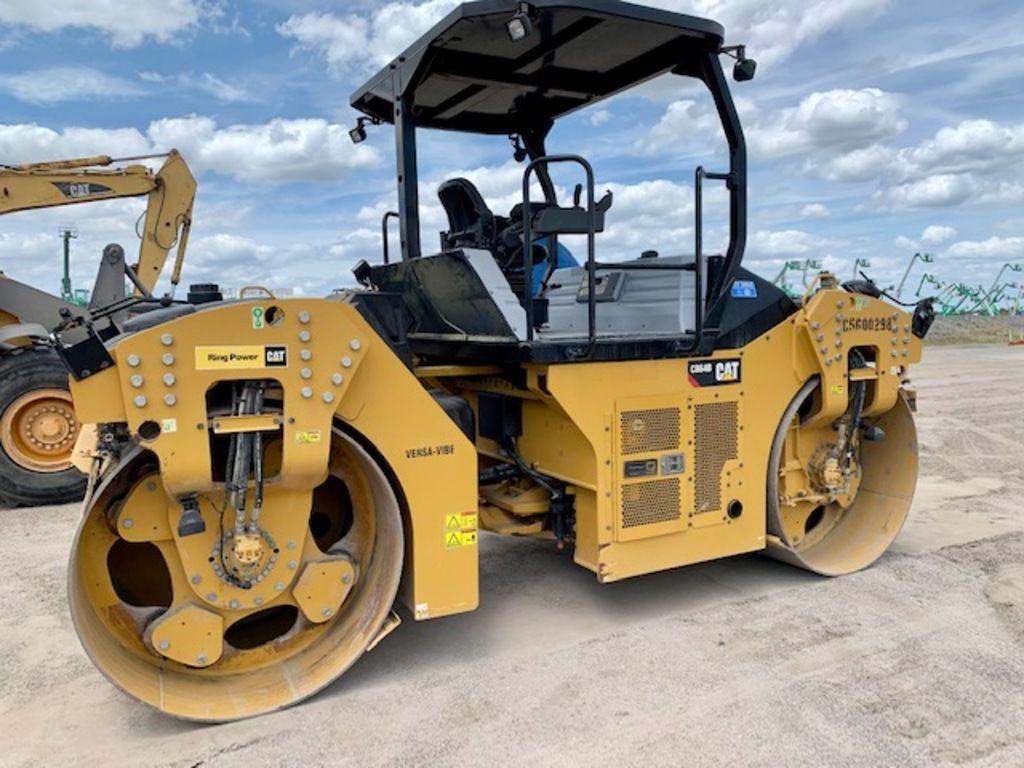2017-caterpillar-cb64b-equipment-cover-image