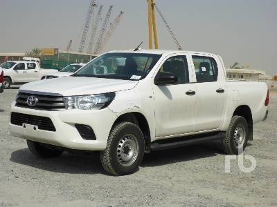 2018-toyota-hilux-370645-equipment-cover-image