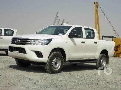 2018-toyota-hilux-370644-equipment-cover-image