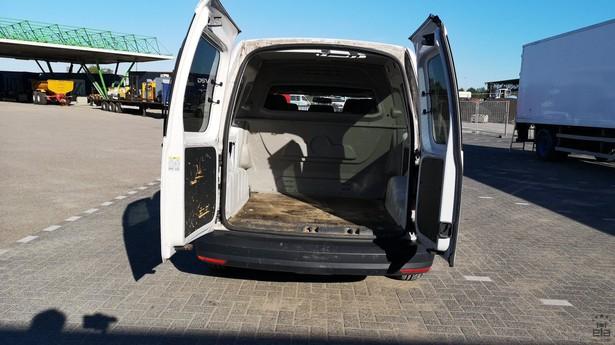 2016-volkswagen-caddy-391642-18772738