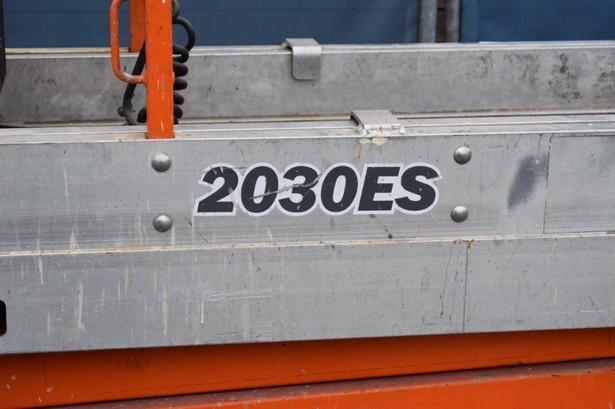 2009-jlg-2030es-391712-18774397