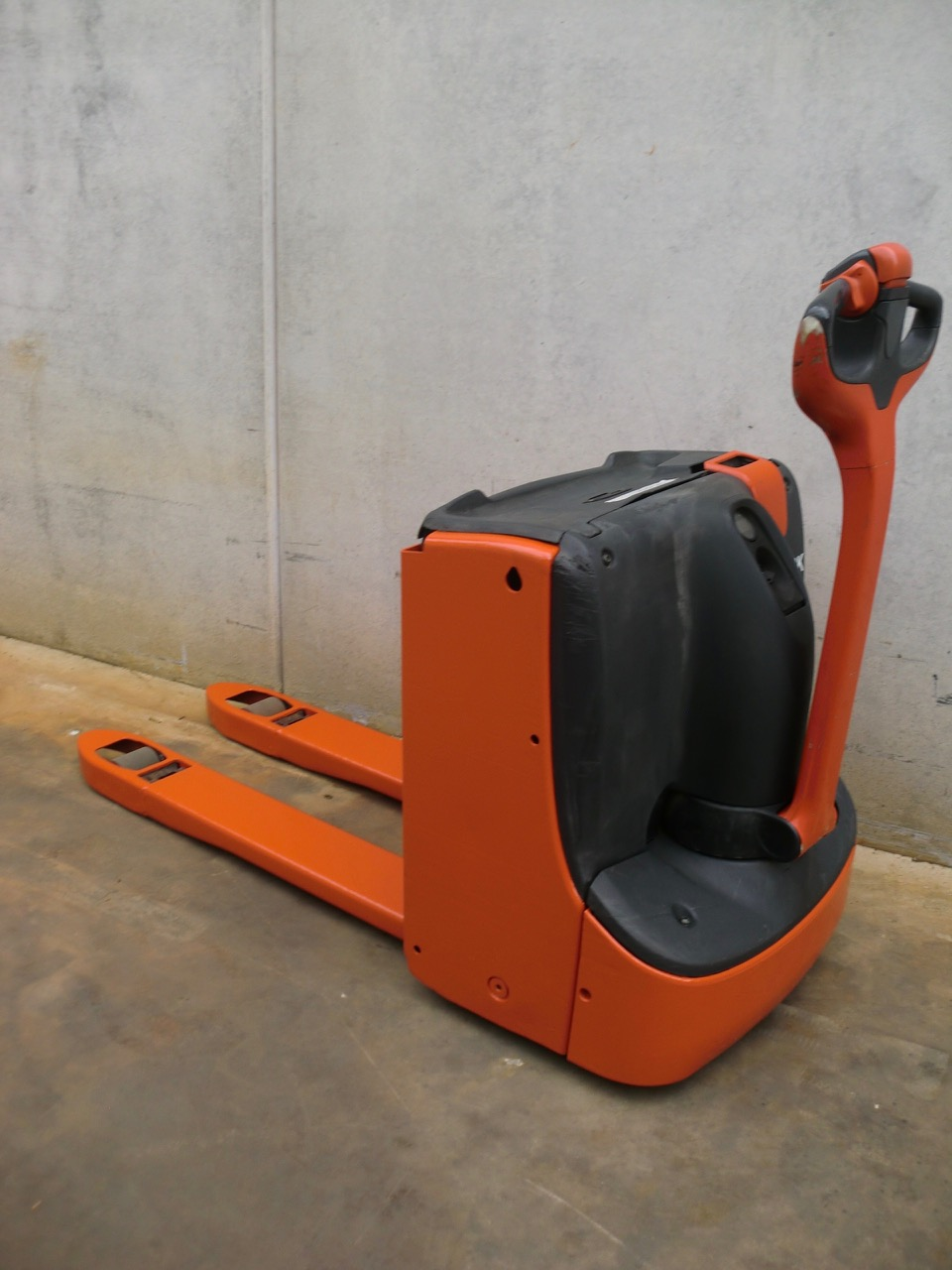 2015-linde-t16-167268-equipment-cover-image