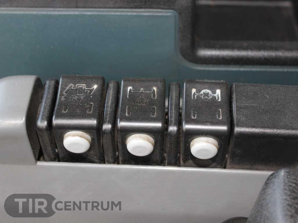 2004-renault-kerax-420-40-pr-8x4-ca-15297382