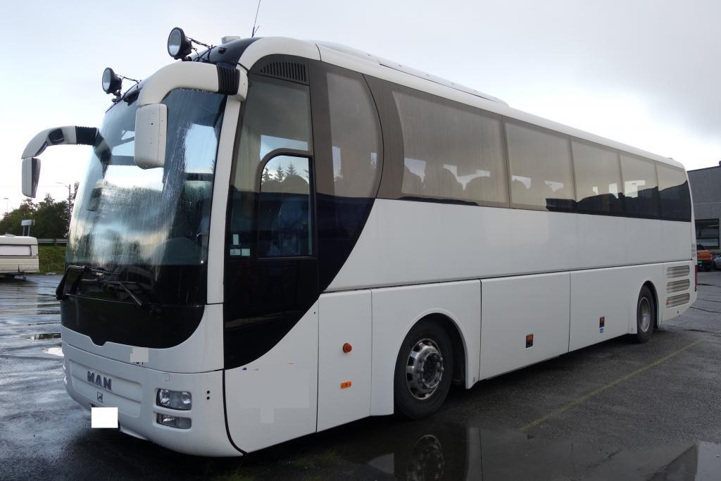 2010-man-lion-s-coach-equipment-cover-image