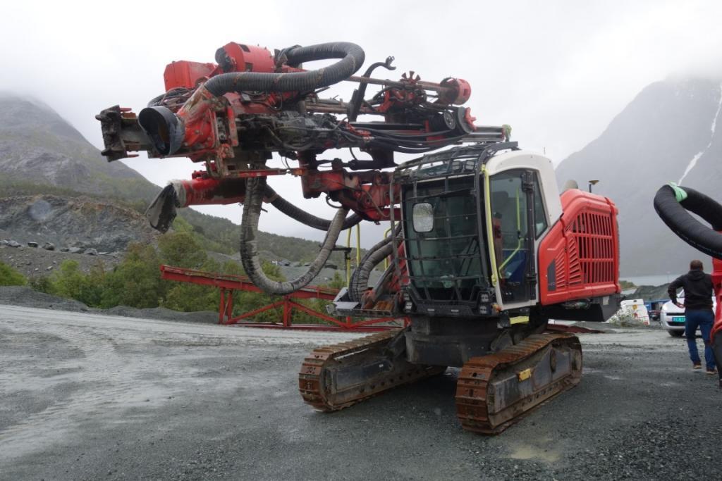 2018-sandvik-dx-800-equipment-cover-image