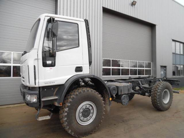 2018-iveco-eurocargo-140e24-4x4-chassis-cab-new-unused-cover-image