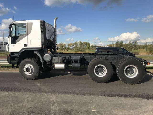 2018-iveco-trakker-at720t42wth-420-6x6-heavy-duty-tractor-hea-cover-image