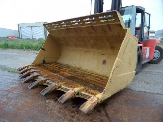 1998-caterpillar-988f-bucket-with-teeth-cover-image