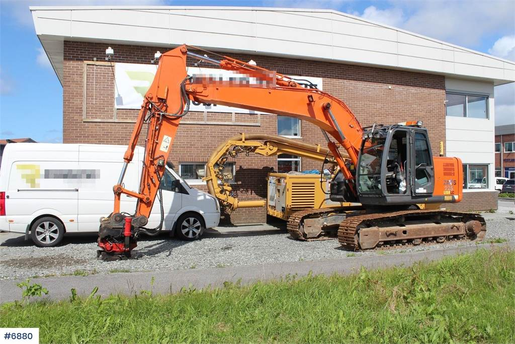 2011-hitachi-zaxis-225usr-lc-equipment-cover-image
