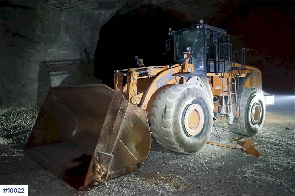 2011-case-1221e-381109-equipment-cover-image