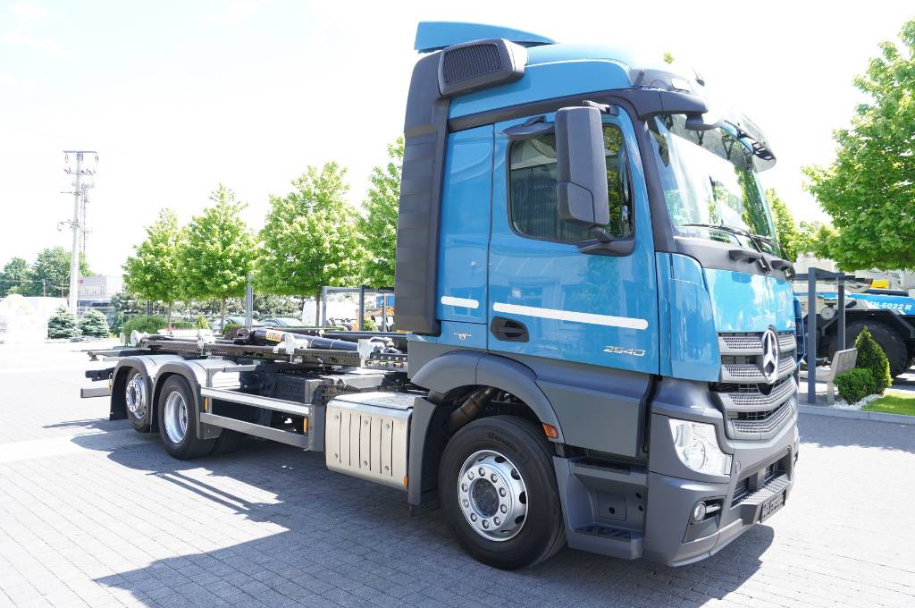 2016-mercedes-benz-actros-2540-385735-equipment-cover-image