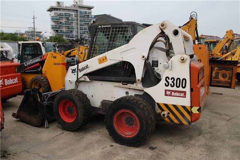 2015-bobcat-s300-394493-equipment-cover-image