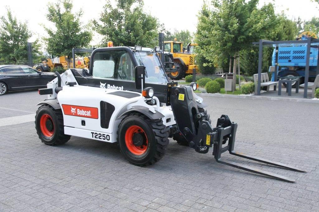 2010-bobcat-telescopic-loader-handler-t2250-4x4x4-5-25-m-250-m-cover-image