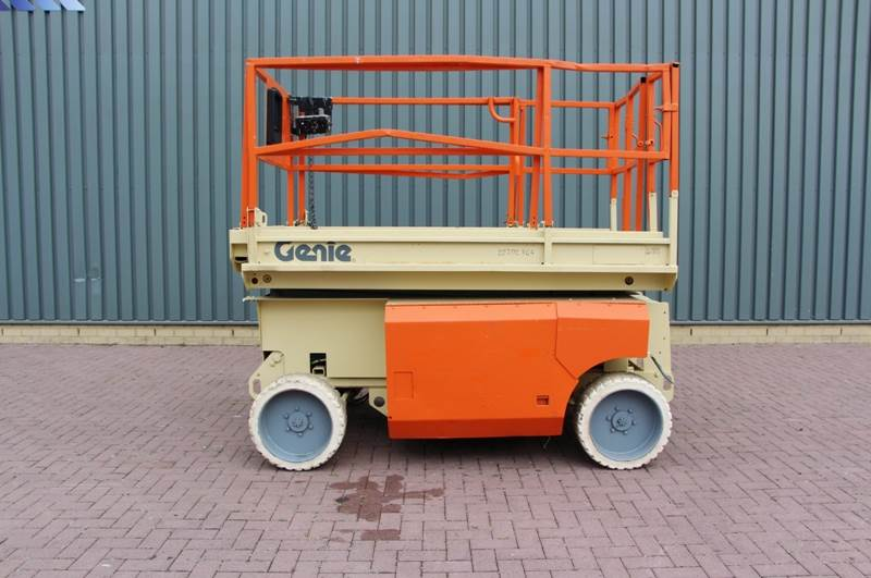 2000-genie-s2668-electric-9-92m-working-height-cover-image