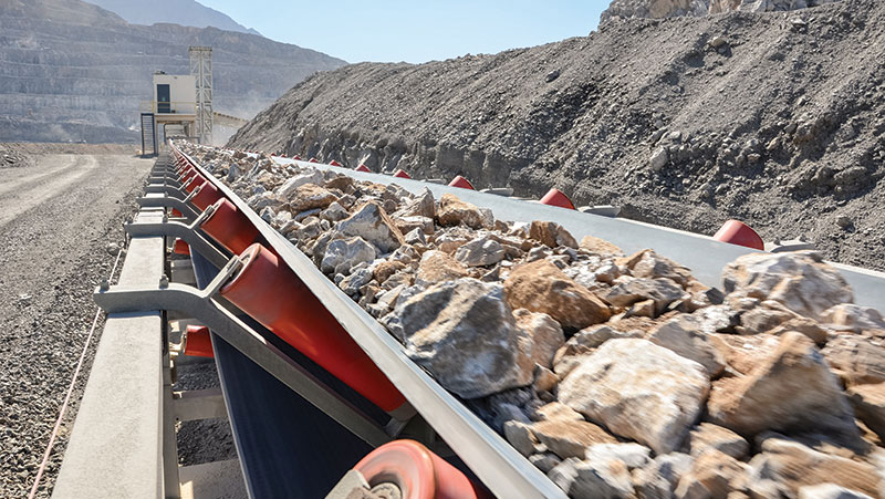 3,500 tonnes per hour downhill conveyor with power recovery.