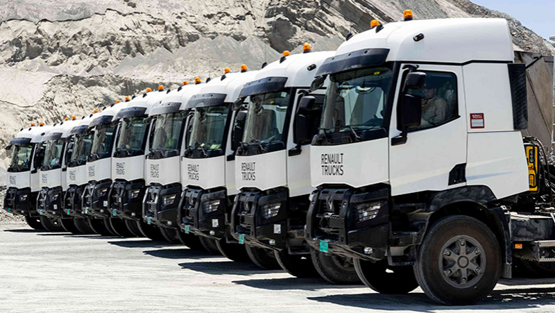 Renault Delivers Heavy-Duty Construction Trucks To UAE Group