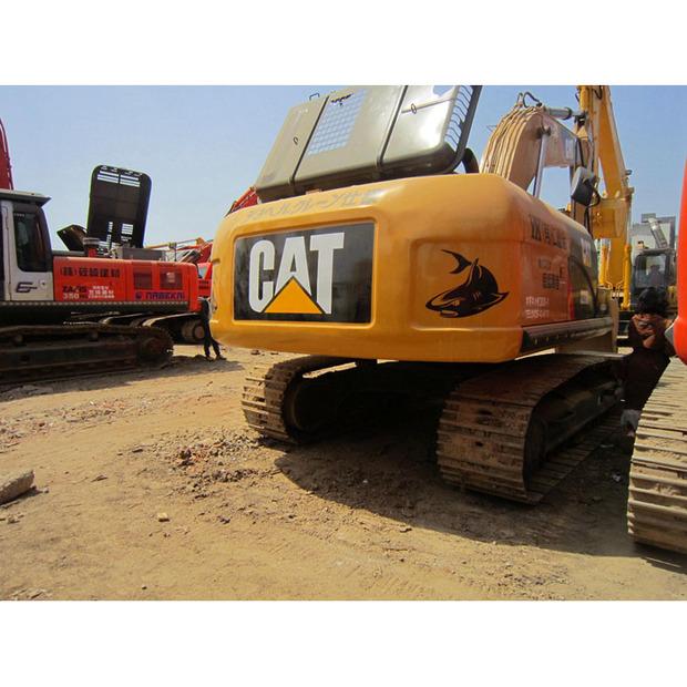 2015-caterpillar-320d-1009037