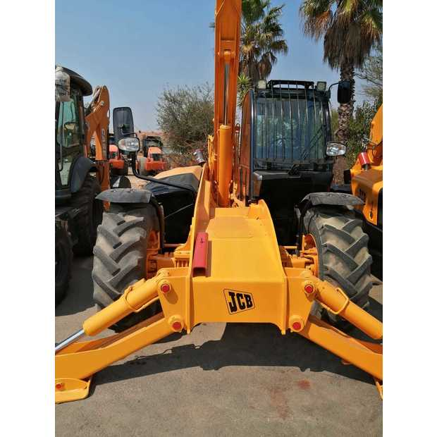 2011-jcb-535-140-460030-19748947