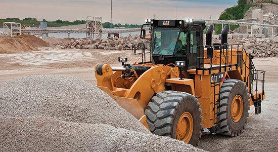 cat-990k-aggregate-handler-boosts-wheel-loader-production-in-rehandling-applications-cover-image